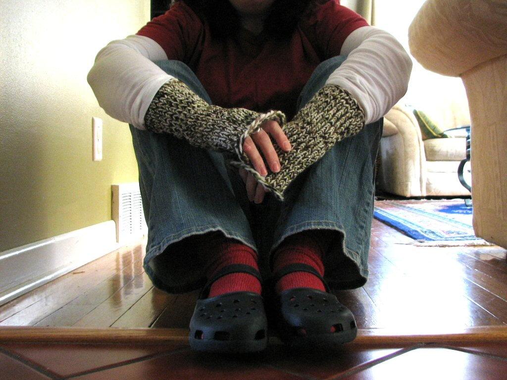 Loom Knitting Pattern For Fingerless Gloves : Loom-knitted fingerless mitts   Polka Dot Cottage