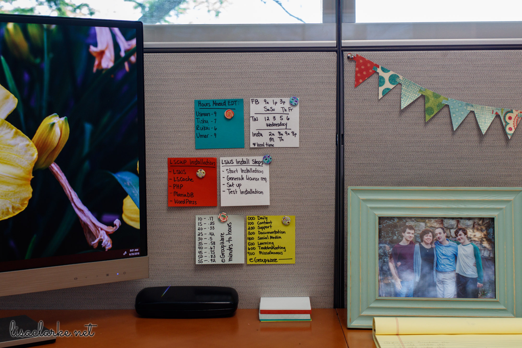 Ways to Make Your Cubicle Less Awful: Colorful Post-it Notes